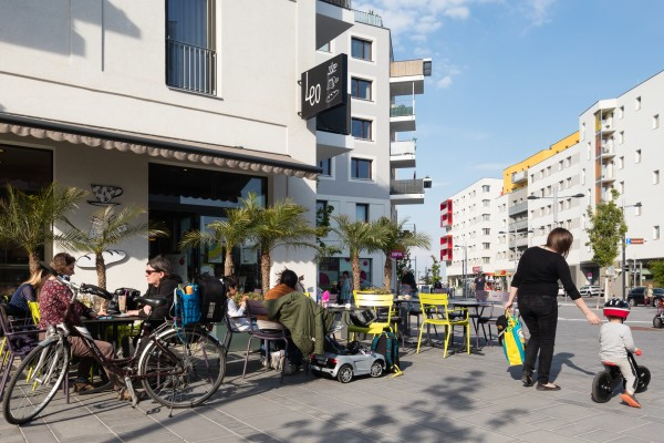 People sitting on the terrace of the local bakery at aspern Seestadt